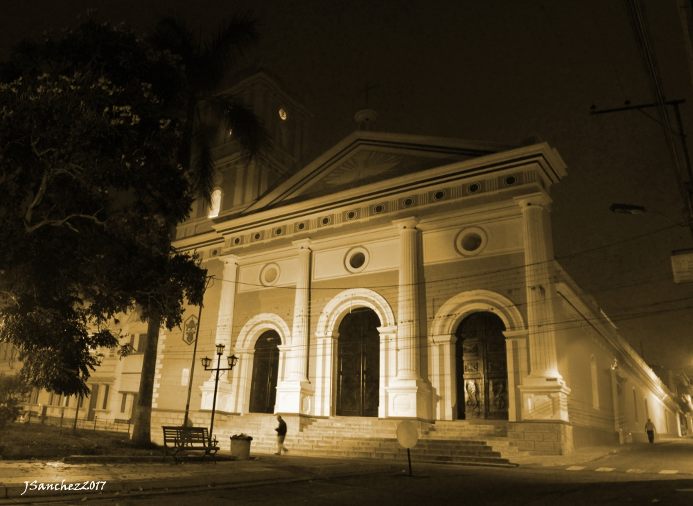 Panoramica Basilica de nocheCOPIA